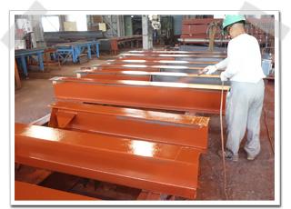 大型工場と温泉施設用の鉄骨のサビ止め塗装をしてきました。