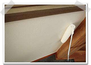 軒裏の塗り替え 中塗り・上塗りの2回塗りで仕上げます