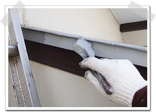 屋根の小口も塗り残しのないように下塗りをしました。