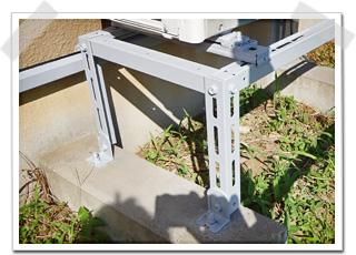 エアコン架台 下塗りのサビ止め塗装