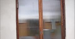 南砺市 M・S様 木の玄関戸 洗い・塗り替え事例を追加しました