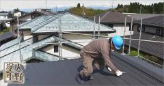 住宅 コロニアル屋根の縁切り